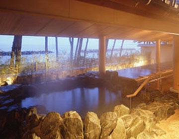 温泉に海水浴に海の幸、全部堪能できる「華水亭」