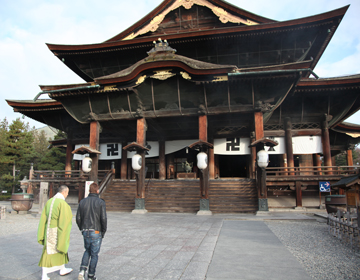 "Oldest Buddha statue enshrined  ""Zenkoji"""