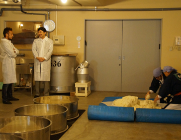 "Co-existing with food, making sake using the ""Kimoto"" method.  ""Daishichi Sake Brewery Co., Ltd."""