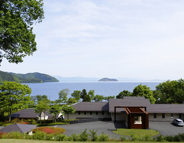 """l'Hotel du Lac"" A Private Villa Overlooking Lake Biwa"