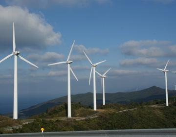 """""""風のまち""""伊方町に林立する大和ハウスの風車たち"""