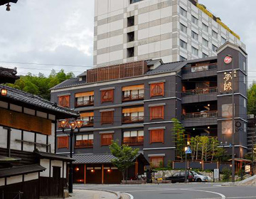 "A gastronomic hotel befitting the Japan's oldest hot spring town. ""Dogo Yumekura 旅庵浪六"""
