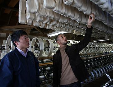 世界一薄い絹織物「フェアリー・フェザー」を生み出した「齋栄織物」