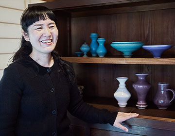 陶芸の町・笠間で美しい器を生み出す陶芸家 鈴木麻起子